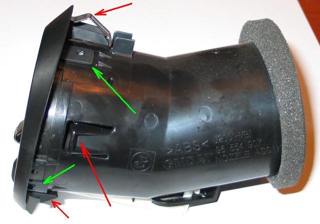 Замена накладок панели и воздуховодов в хетчбеке