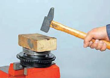 Разборка шкивов привода компрессора кондиционера и вспомогательных агрегатов