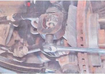 Lacetti: Замена наконечника рулевой тяги