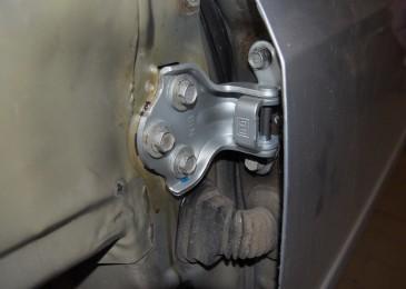 Замена петель водительской двери