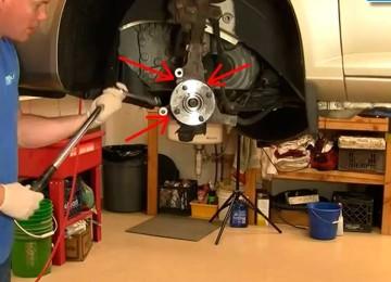 Замена тормозных колодок, тормозного диска и ступицы колеса