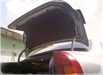 Декоративная обшивка крышки багажника