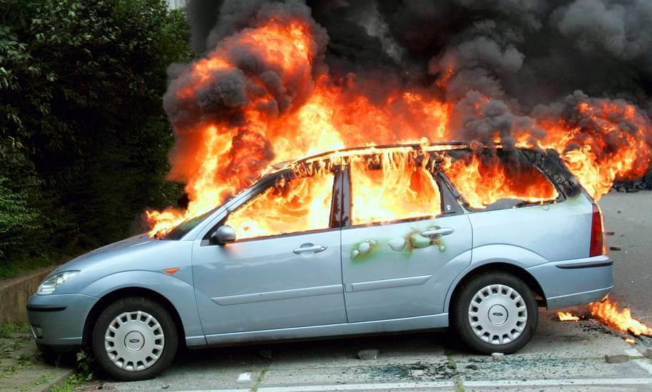 Что делать водителю при возгорании автомобиля